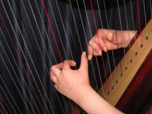 korrekte Haltung an der Harfe